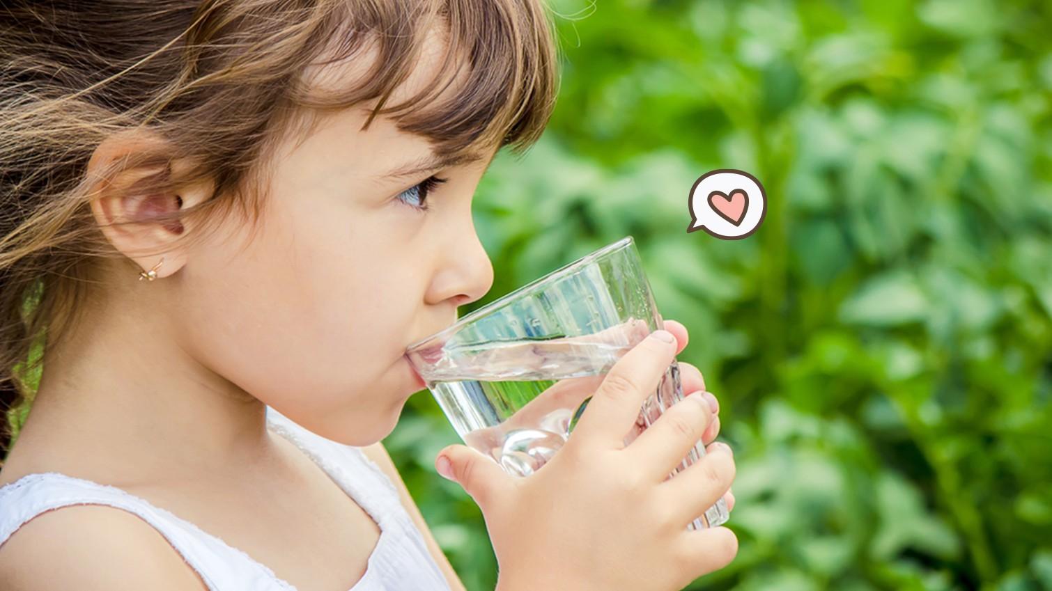 5 Manfaat Air Putih Bagi Tubuh dan Perkembangan Anak